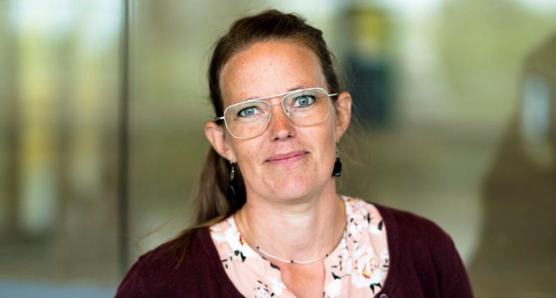 Lena Grip är lektor i kulturgeografi vid Karlstads universitet och en av forskarna bakom ny studie som visar på bristande jämställdhet inom räddningstjänsten.