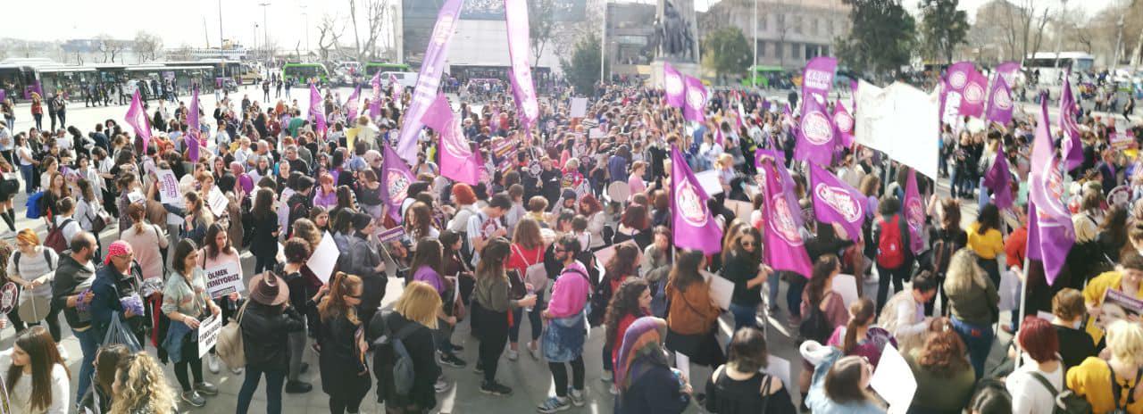 Protest 8 mars 2021 i Istanbul.