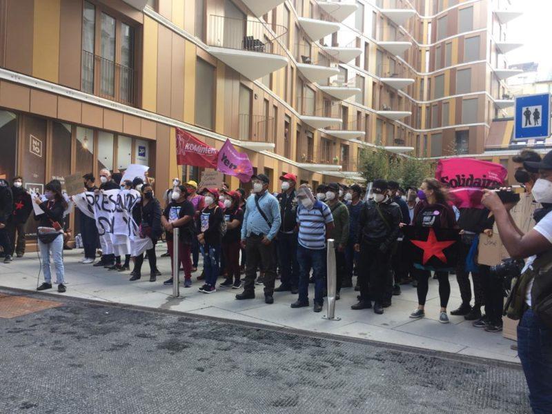 Zapatistdemonstration utanför mexikanska ambassaden i Wien.