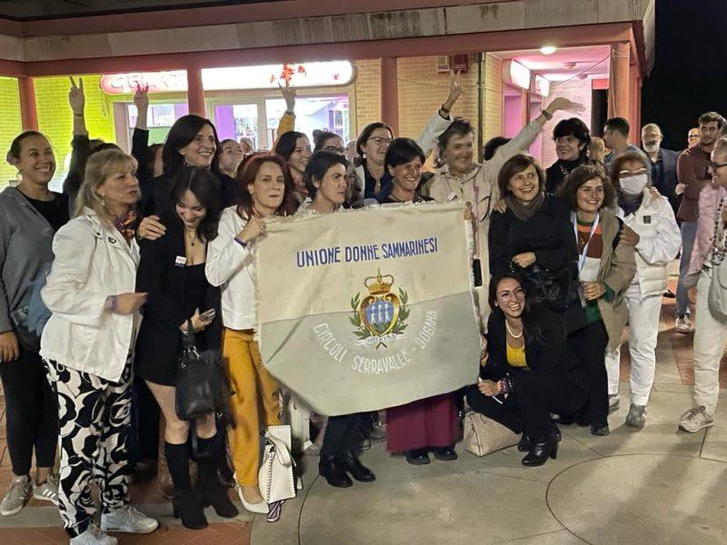 Kvinnorättsaktivister firar segern i folkomröstningen i San Marino.