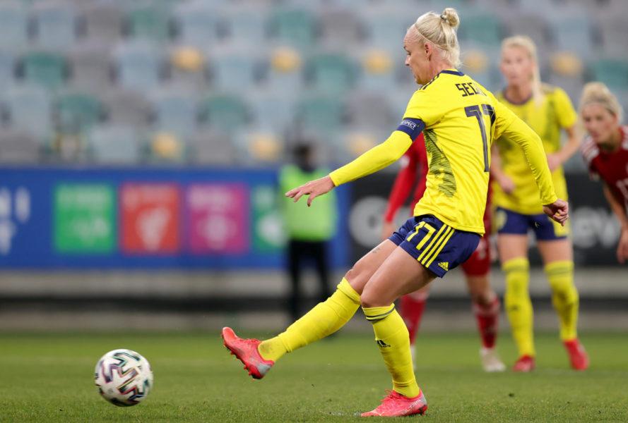 Caroline Seger sätter straffen och gör 3-0 målet under tisdagens VM-kvalmatch i grupp A mellan Sverige och Georgien på Gamla Ullevi.
