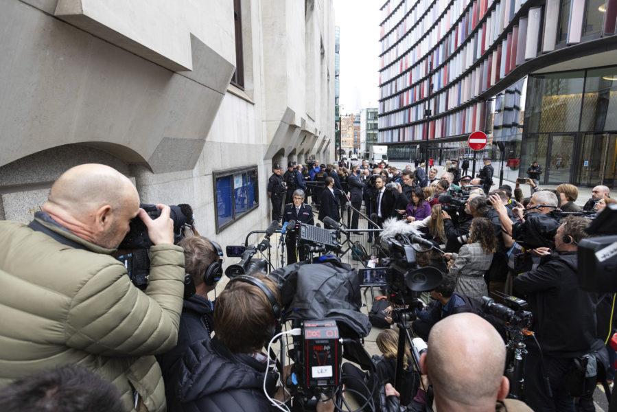 Londons polischef Cressida Dick uttalar sig om livstidsdomen mot polisman utanför Old Bailey, 30 september.
