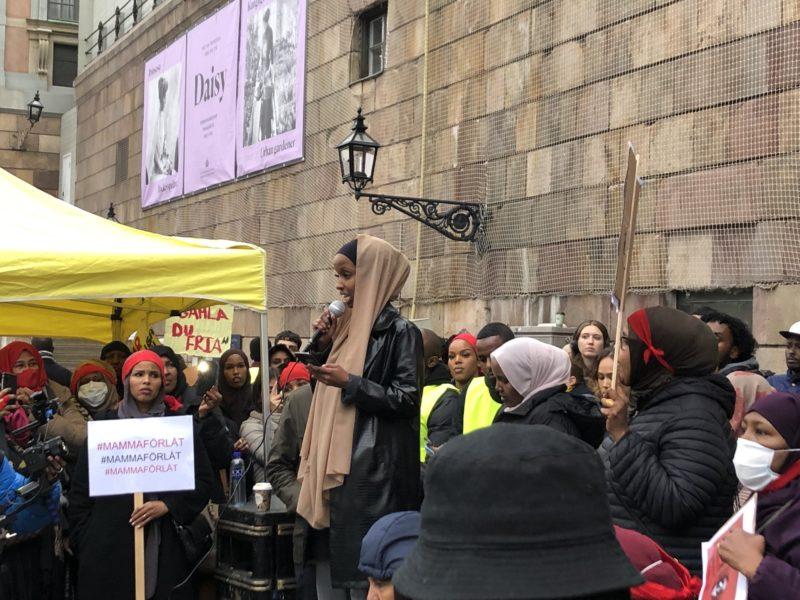 Faiza framförde två dikter under manifestationen.
